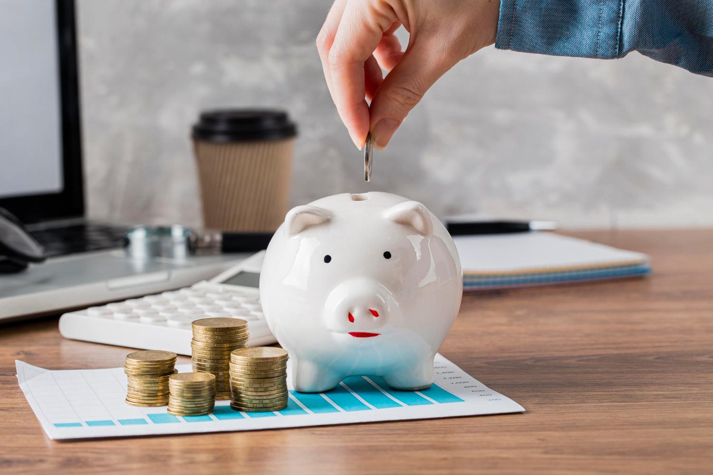 Cofre, Calculadorea E Computador Sendo Usados Para Simbolizar A Remuneração Estratégica